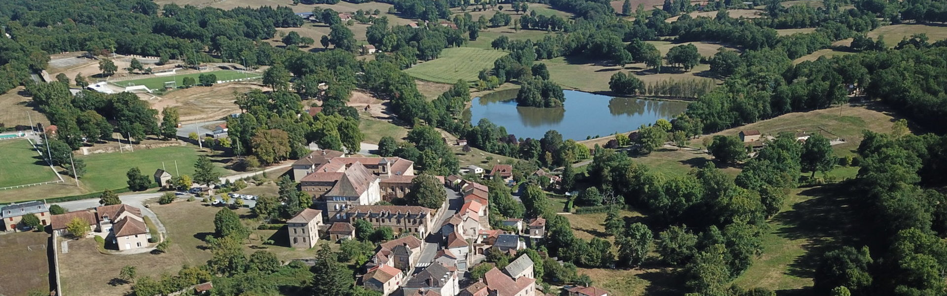 Mairie Commune Municipal Château Lot Quercy Occitanie Massif Central